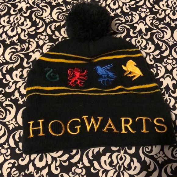 Hot Topic Accessories - Harry Potter Pom Pom Beanie 30deb8325c94
